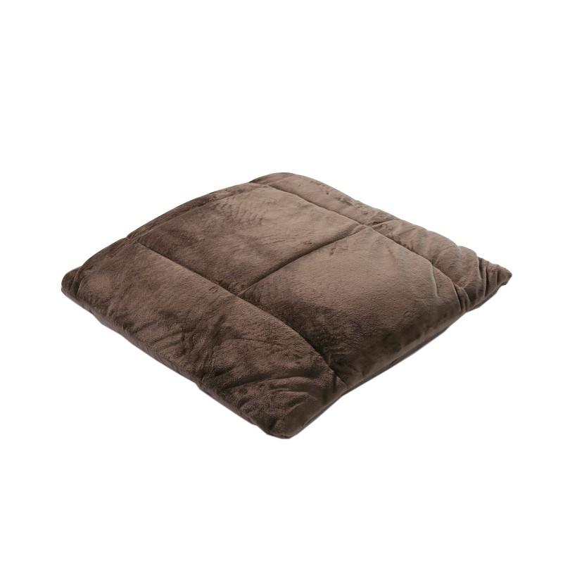 Višenamjenski prekrivač SoftTouch 4u1 zadiviće vas svojom funkcionalnošću. Može se koristiti kao pokrivač, jastuk, prekrivač za krevet ili kao praktičan džep za noge. Poslužiće vam u kući, kao ćebe u automobilu, a takođe i za piknik ili kampovanje u prirodi. Napravljen je od kvalitetnih i mekanih mikrovlakana koja su izuzetno nježna i samim tim prijatna za kožu. Dva lica prekrivača za različite namjene - mekana strana je pogodna za pokrivanje, a glatka strana sprečava klizanje sa kauča ili fotelje. Može se prati u cjelosti na 40 °C.