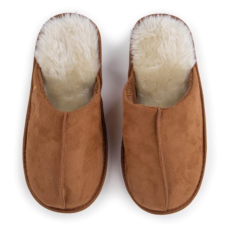 Lagan korak za vaša stopala, za maksimalnu udobnost! Kompaktne papuče Royal Sleep izrađene su od visokokvalitetnih mikrovlakana koja vam daju još bolji osjećaj mekoće i udobnosti. Za velika i mala stopala, s debljim i mekšim ukrasnim rubom i tvrdim, neklizajućim đonom. Papuče nisu prikladne za mašinsko pranje.