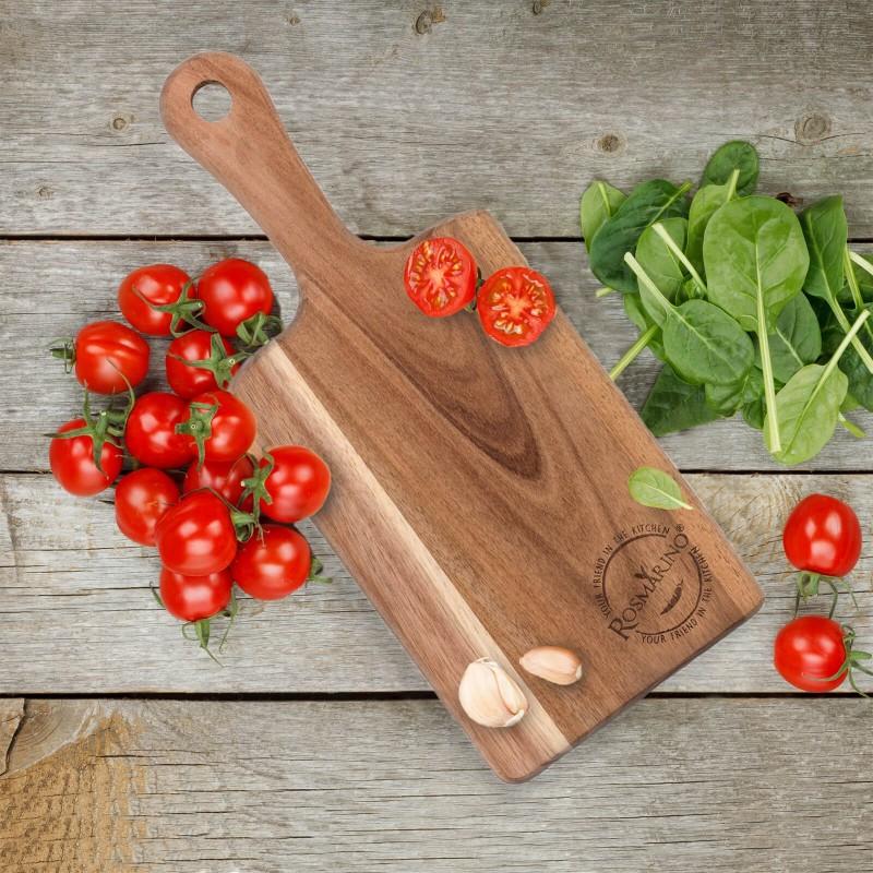 Daska za rezanje je od drveta akacije. Prirodan izgled drveta akacije i dizajn koji djeluje otmeno vašoj kuhinji daje poseban izgled. Dimenzija: 38x15,5x1,8 cm.