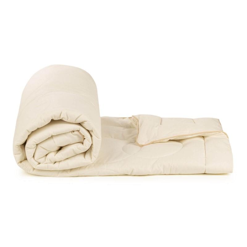 Cjelogodišnji jorgan Bamboo Premium s bambusovim vlaknima razmaziće vas udobnošću u svim godišnjim dobima. Jorgan od bambusa je savršen izbor za sve koji preferiraju prirodne materijale. 100% nebijeljeni pamuk i bambusova vlakna svojom izuzetnom sposobnošću upijanja i odvajanja vlage pružaju udobnost svima koji imaju probleme sa spavanjem. Jorgan je u cjelosti periv na 40°C.