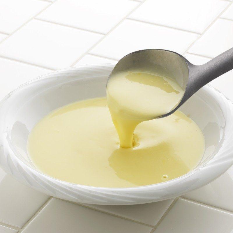Za posluživanje supa, gulaša, čorbi ili soseva. Idealna veličina za velike porcije. Napravljena je od izdržljive i neprijanjajuće plastike i posebno je pogodna za upotrebu u posuđu sa osjetljivim premazima. Udobna ručka osigurava još lakše držanje i upotrebu.