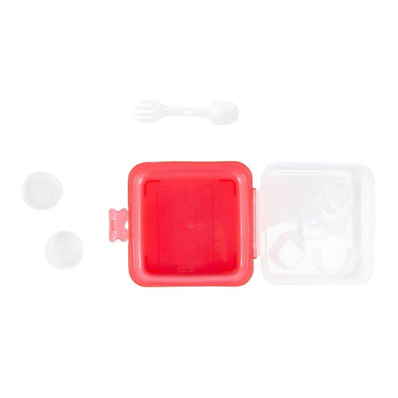 Prenosna Rosmarino posuda će osigurati da uvijek imate brz i zdrav obrok sa sobom. Pogodna je i za skladištenje hrane u frižideru ili zamrzivaču jer je otporna na temperature do -20 °C, zbog izdržljivog materijala koji ne sadrži štetne materije. Možete je koristiti i u mikrotalasnoj pećnicu (do 120 °C). U unutrašnjosti je mala posuda sa dodatnim poklopcem, u koju možete nositi začine, ulje ili sirće, što omogućava pripremu salate u pokretu. Zatvara se na clip, omogućavajući bezbjedan transport.