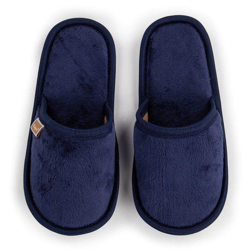Lagan korak kako za velika tako i za mala stopala kako biste im pružili maksimalnu udobnost! Mekane papuče SoftTouch izrađene su od visokokvalitetnih mikrovlakana koja vam pružaju osjećaj mekoće i udobnosti. Jednobojne papuče s mekanim đonom dostupne su u različitim bojama, a primjerene su za muškarce, žene i djecu. Papuče se mogu prati u mašini za pranje veša na 40 °C.