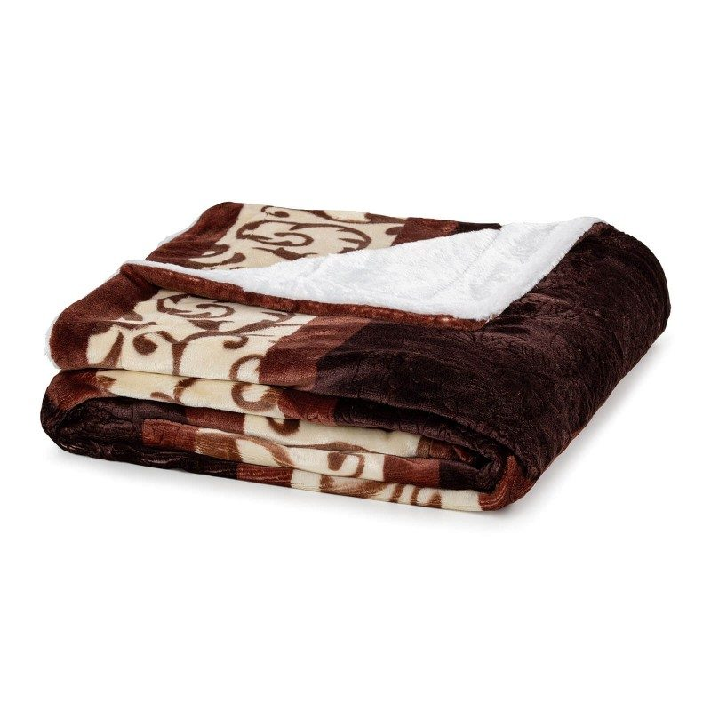 Mekani dekorativni prekrivač Beatrice od kvalitetnih mikrovlakana za prijatne trenutke udobnosti i opuštanja na svakom koraku: u spavaćoj ili dnevnoj sobi, na putovanju ili na pikniku. Možete koristiti obje strane prekrivača. Na jednoj strani je izuzetno mekana tkanina u bijeloj boji, a na drugoj predivna braon boja. Može poslužiti i kao odličan poklon koji će oduševiti vama drage osobe. Prekrivač je periv na 30 °C.