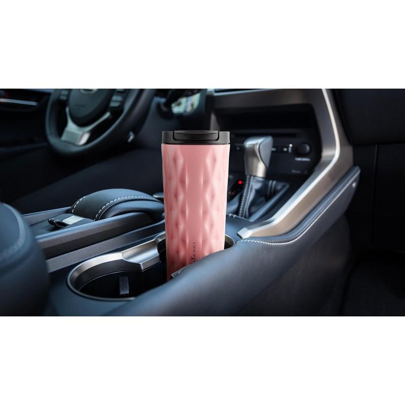 """Termos za kafu ili čaj Rosmarino od kvalitetnog nerđajućeg čelika sa dvostrukim izolacionim zidom koji održava napitak hladnim do 8 sati i toplim do 4 sata. Termos za višestruku upotrebu je najbolja alternativa termosu za jednokratnu upotrebu, ne sadrži petrohemikalije i BPA, ne stvara vještački ukus piću. Lončić zapremine 500 ml savršene je veličine za vaš najdraži napitak """"to go"""": kafu, čaj i slično. Zahvaljujući poklopcu termos 100% zadržava tečnost. Primjeren za pretežno sve automobilske držače za čaše."""