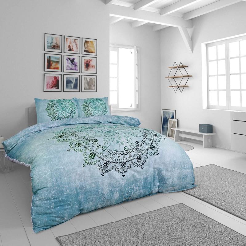 Vrijeme je za potpuno uživanje u modernim pamučnim posteljinama! Posteljina Neysa od mekanog pamučnog satena, koji je satkan od visokokvalitetnog, tankog tkanja. Posteljina od satena je prekrasan ukras vaše spavaće sobe, a u isto vrijeme odličan izbor za udoban i ugodan san. Posteljina je periva na 40°C.