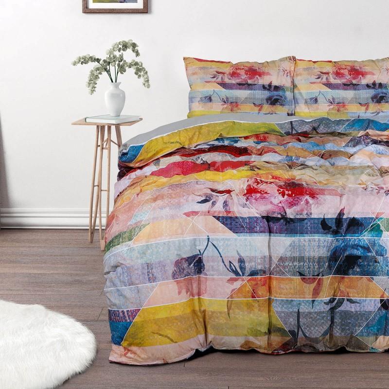 Vrijeme je za potpuno uživanje u modernim pamučnim posteljinama! Posteljina Flowers od renforce platna, mekanog tkanja, jednostavna za održavanje. Neka vas oduševi moderan dizajn s geometrijskim oblicima za udoban i ugodan san. Posteljina je periva na 40°C.