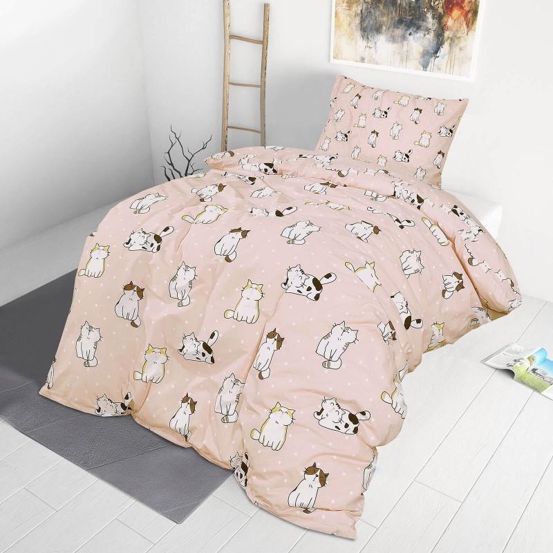 Vrijeme je za miran i udoban san vaših najmlađih! Pamučna posteljina sa zanimljivim motivom koji će zasigurno oduševiti djecu i odvesti ih u čudesnu zemlju snova. Posteljina Pretty cats izrađena je od renforce platna, mekane tkanine, jednostavne za održavanje. Posteljina je periva na 40 C°.
