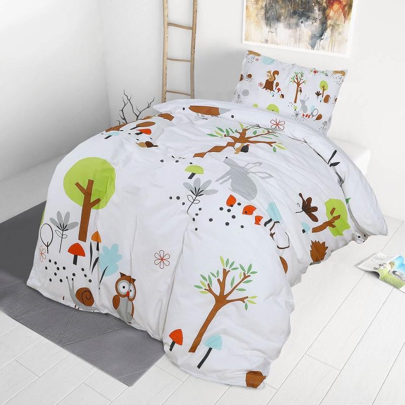 Vrijeme je za miran i udoban san vaših najmlađih! Pamučna posteljina sa zanimljivim motivom koji će zasigurno oduševiti djecu i odvesti ih u čudesnu zemlju snova. Posteljina Woodland izrađena je od renforce platna, mekane tkanine, jednostavne za održavanje. Posteljina je periva na 40 C°.