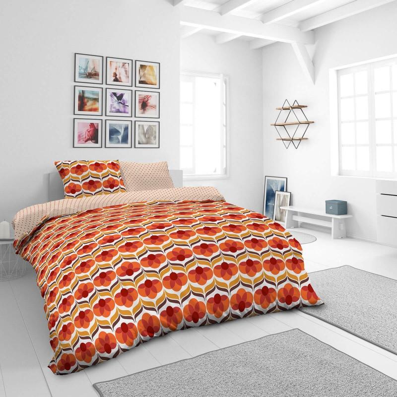 Vrijeme je za potpuno uživanje u modernim pamučnim posteljinama! Posteljina Retro Flowers od mekanog pamučnog satena, koji je satkan od visokokvalitetnog, tankog tkanja. Posteljina od satena je prekrasan ukras vaše spavaće sobe, a u isto vrijeme odličan izbor za udoban i ugodan san. Posteljina je periva na 40°C.