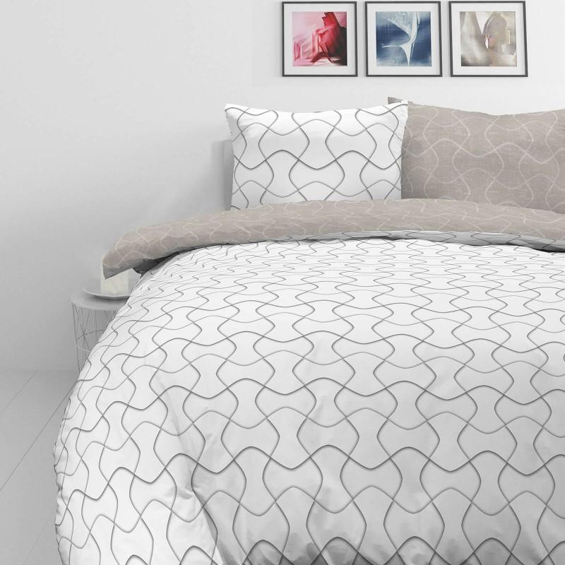 Vrijeme je za potpuno uživanje u modernim pamučnim posteljinama! Posteljina Path od mekanog pamučnog satena, koji je satkan od visokokvalitetnog, tankog tkanja. Posteljina od satena je prekrasan ukras vaše spavaće sobe, a u isto vrijeme odličan izbor za udoban i ugodan san. Neka vas očara moderan dizajn sa geometrijskim uzorcima. Posteljina je periva na 40°C.