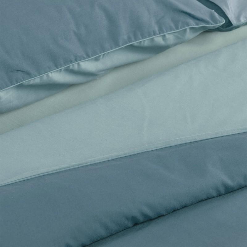 Vrijeme je za potpuno uživanje u modernim pamučnim posteljinama! Posteljina Pine Green izrađena je od renforce platna, mekane tkanine, jednostavne za održavanje. Mogućnost upotrebe sa obje strane. Posteljina je periva na 40 °C.