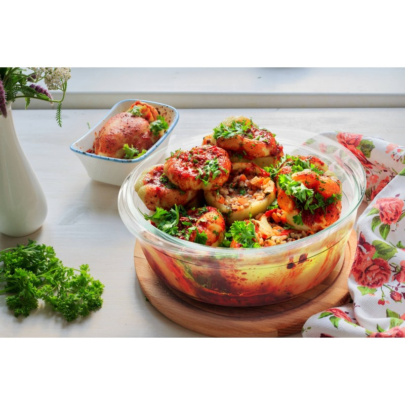 Rosmarino Bake & Go sa poklopcem (2100 ml) modernog izgleda biće vaš novi neizostavni dodatak za pečenje i kuvanje. Zbog svog sastava borosilikatnog stakla, okrugla posuda za pečenje je takođe otporna na visoke temperature u rerni ili mikrotalasnoj, pogodna za čuvanje u zamrzivaču i pranje u mašini za pranje posuđa. Idealan dodatak za pripremu lazanja, gratinirane tjestenine, mesa, ribe, pita za pečenje, povrća ili drugih raznovrsnih jela.