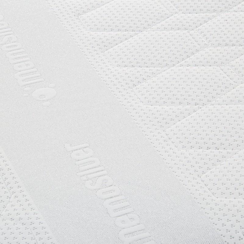 7-zonski dušek od pjene Hitex MemoSilver 18 + 2 Memory visine 20 cm, ima reverzibilno jezgro sa tvrđom i mekšom stranom, tako da sami možete odabrati stranu koja vam odgovara. Ortopedsko jezgro i memorijska pjena od 2 cm u navlaci, pružaju potpunu podršku  i udobnostvašem tijelu i garantuju da ćete se ujutru probuditi odmorni i naspavani. Navlaka se skida i pere na 40 °C.
