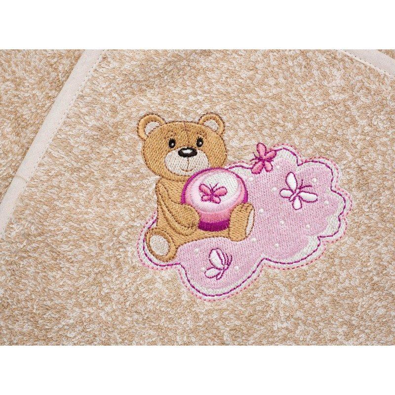 Dječiji peškir za kupanje, sa kapuljačom izrađen je od 100% pamuka. Najmlađima će se najviše dopasti zbog izvezenog rozog medvjedića. Dimenzija: 80x80 cm.