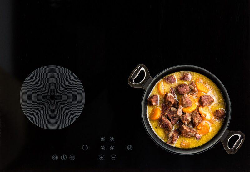 Primjerena za upotrebu na svim površinama za kuvanje, uključujući indukcionu